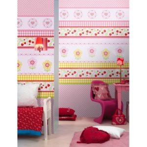 Roze behang met aardbeien